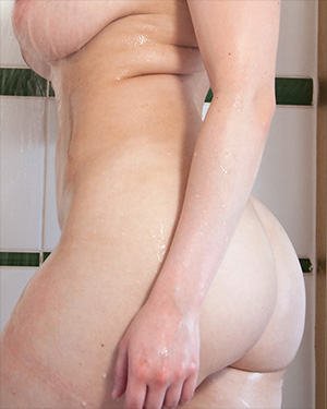 Rachel C Has a Nude Soapy Shower