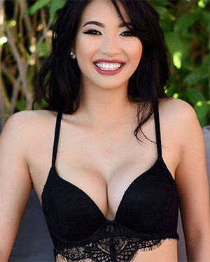 Reina Sexy Black Lingerie Model