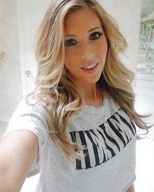 Samantha Saint Nude Selfies