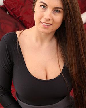 Sarah James Reveals Her Big Boobs For You