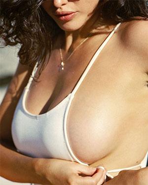 Sarah Busty IG Models Shows It Off