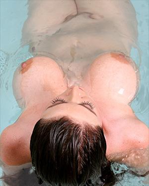Sophie Dee Has The Perfect Bikini Body