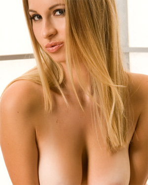 Sydney Max Hot Blonde Playmate