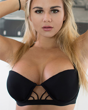 Tahlia Paris Busty In Black
