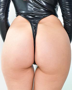 Valentina Nappi Perfect Bubble Butt