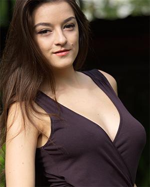 Vanda Sexy Dress Stripping