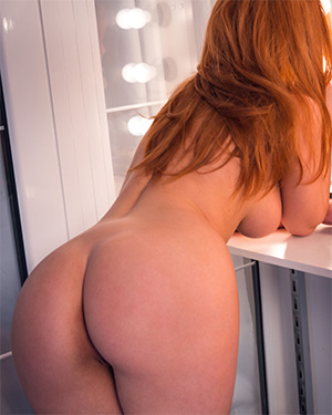 Vos Sexy Redhead Got A Killer Body