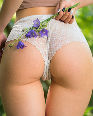 Zarina Slides Off Her Lace Panties